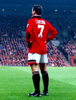 """Cantona v drese """"červených diablov"""""""