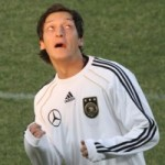 Mesut Ozil Juggling Chewing Gum During Warm Up – Video