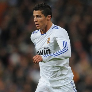 http://totalfootballmadness.com/wp-content/uploads/2010/12/Cristiano-Ronaldo.jpg