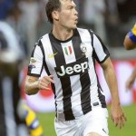 Arsenal wants Juventus Stephan Lichtsteiner to replace Sagna