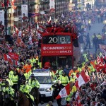 Manchester United parade trophy – Video