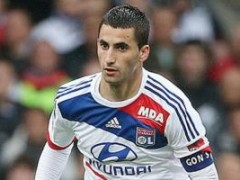 Napoli To Beat Arsenal For Lyon Midfielder Maxime Gonalons